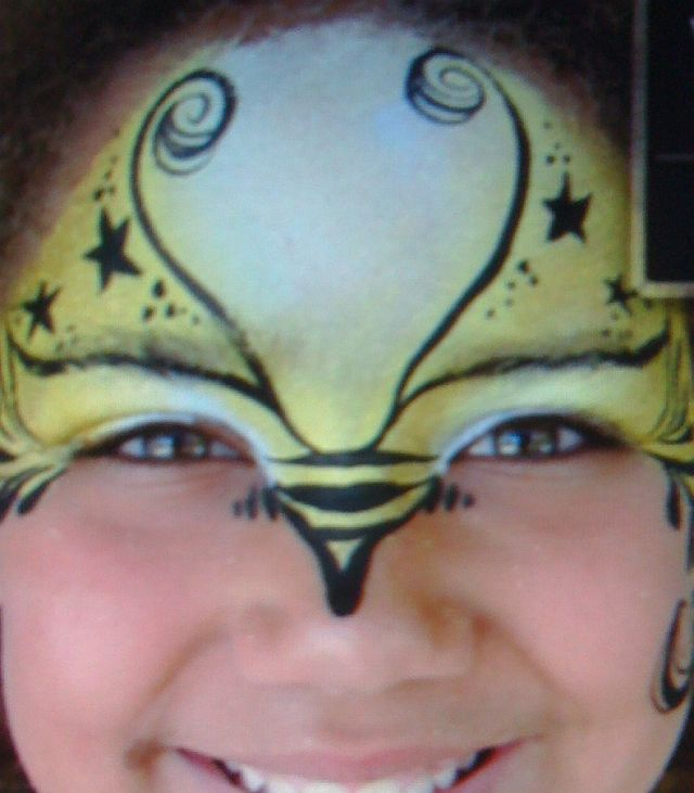 Face Paint Bumble Bee http://www.facepaintforum.com/t5753-can-you-help-with-a-bee-design-idea
